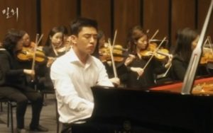 150904yuahin-piano-playing-mikkai